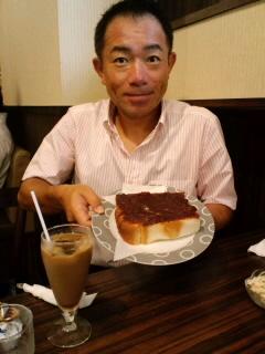 朝食は小倉トースト