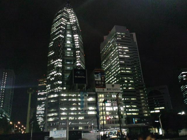 新宿駅西口小田急百貨店前